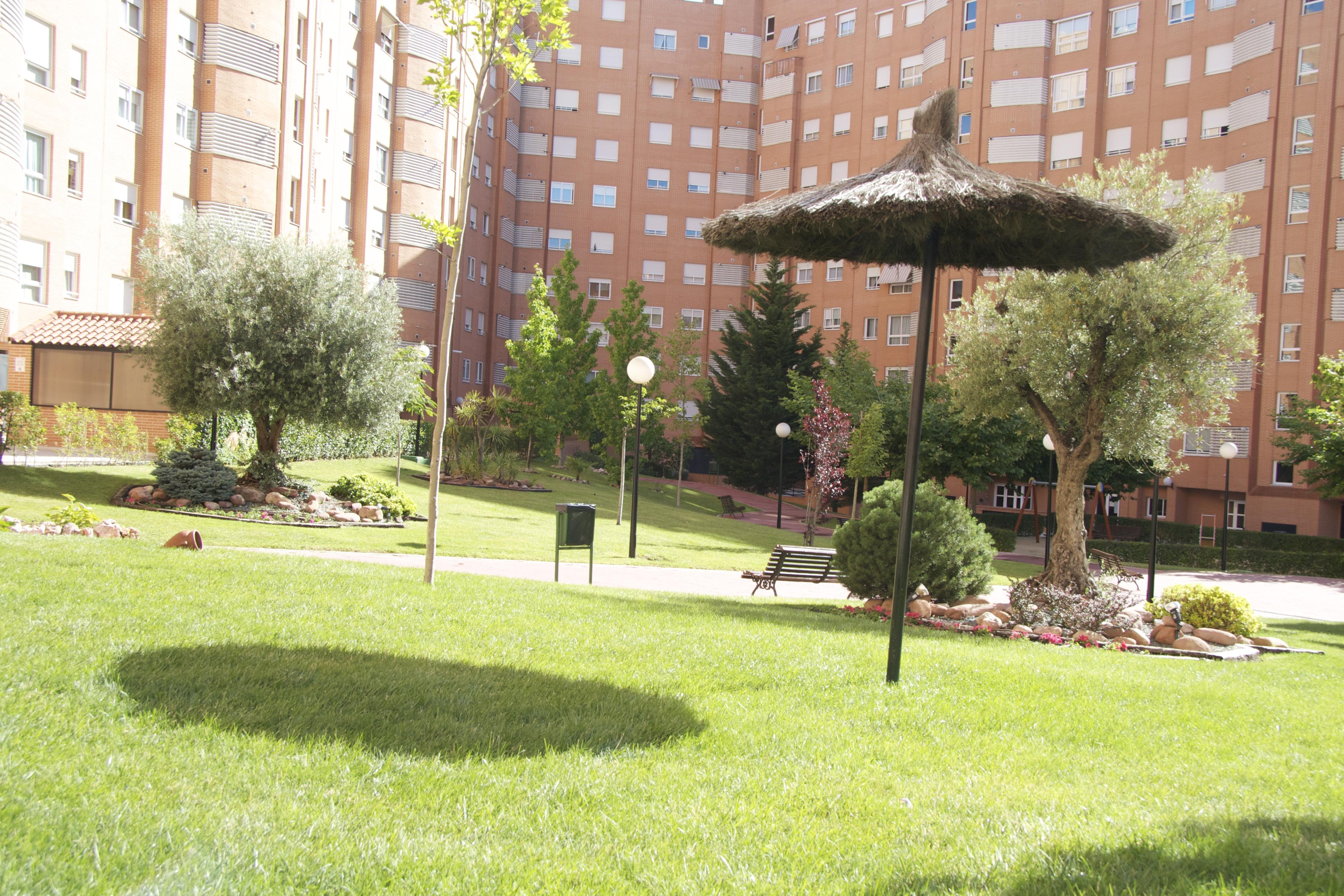 Mantenimiento de jardines de zonas residenciales comuno for Jardines residenciales